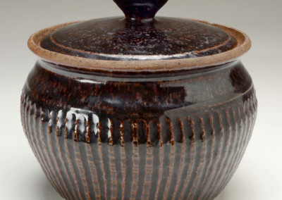 Karen Karnes, Casserole, ca. 1953, stoneware, 7 x 8 x 8 inches. Black Mountain College Museum + Arts Center Collection. Gift of Mary Fitton Fiore.