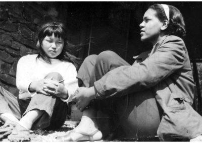 Ruth Asawa and Alma Stone Williams, Black Mountain College, Summer of 1946.
